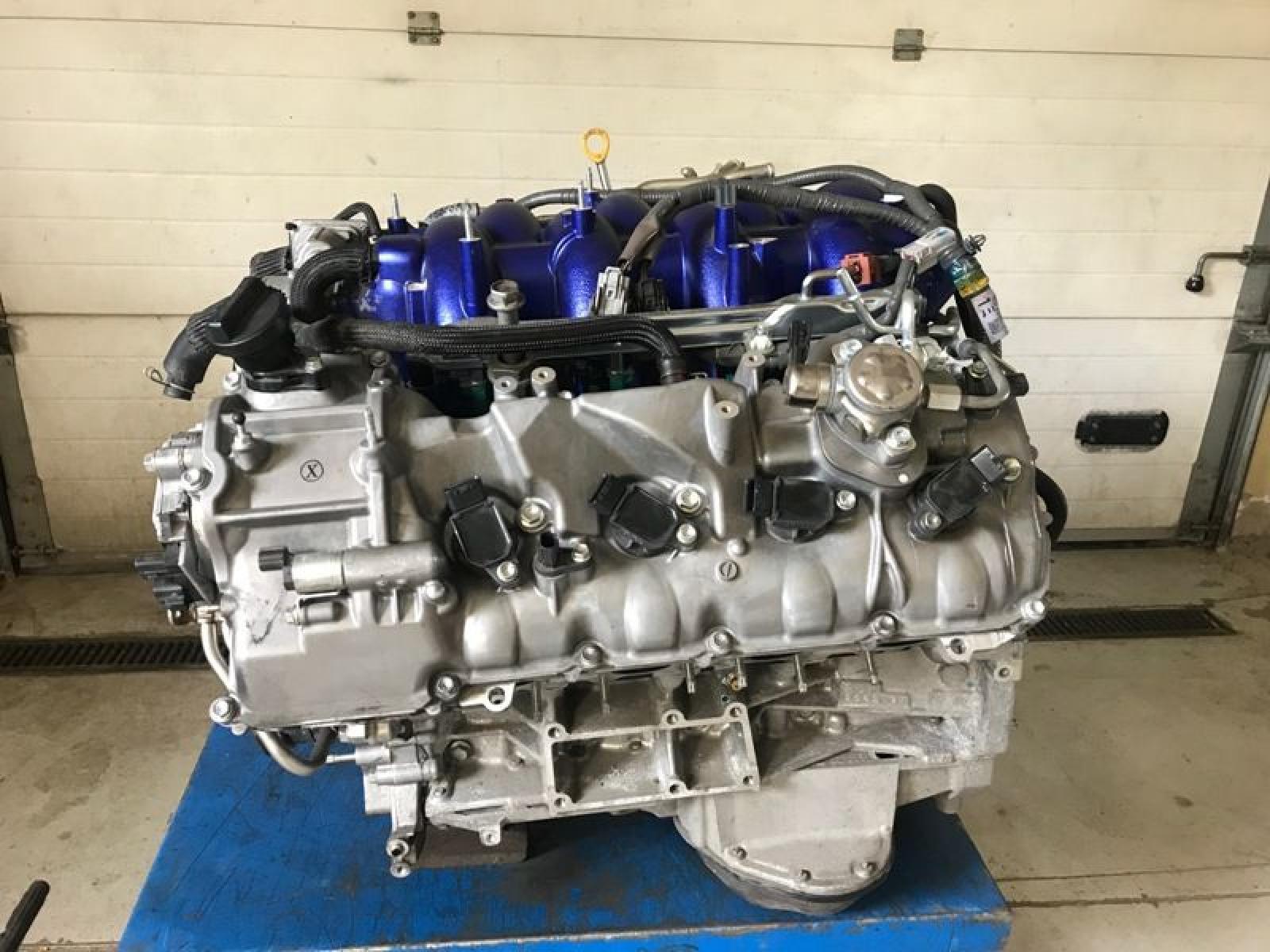 Rally Raid Toyota Hilux V8 engine for sale - 2