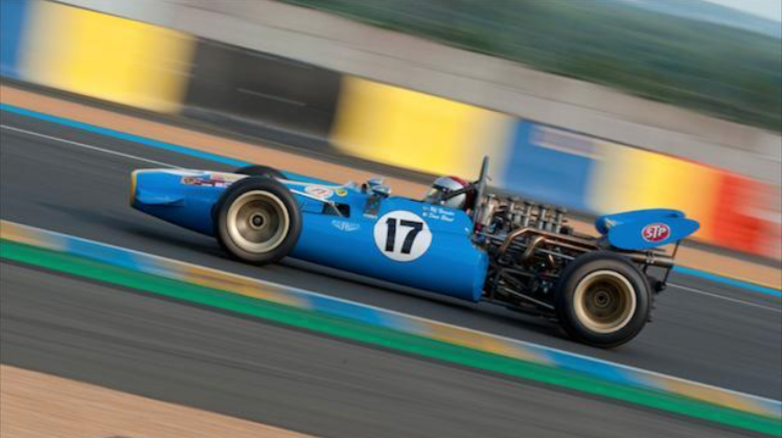 LOLA T142 Formula 5000 - 3
