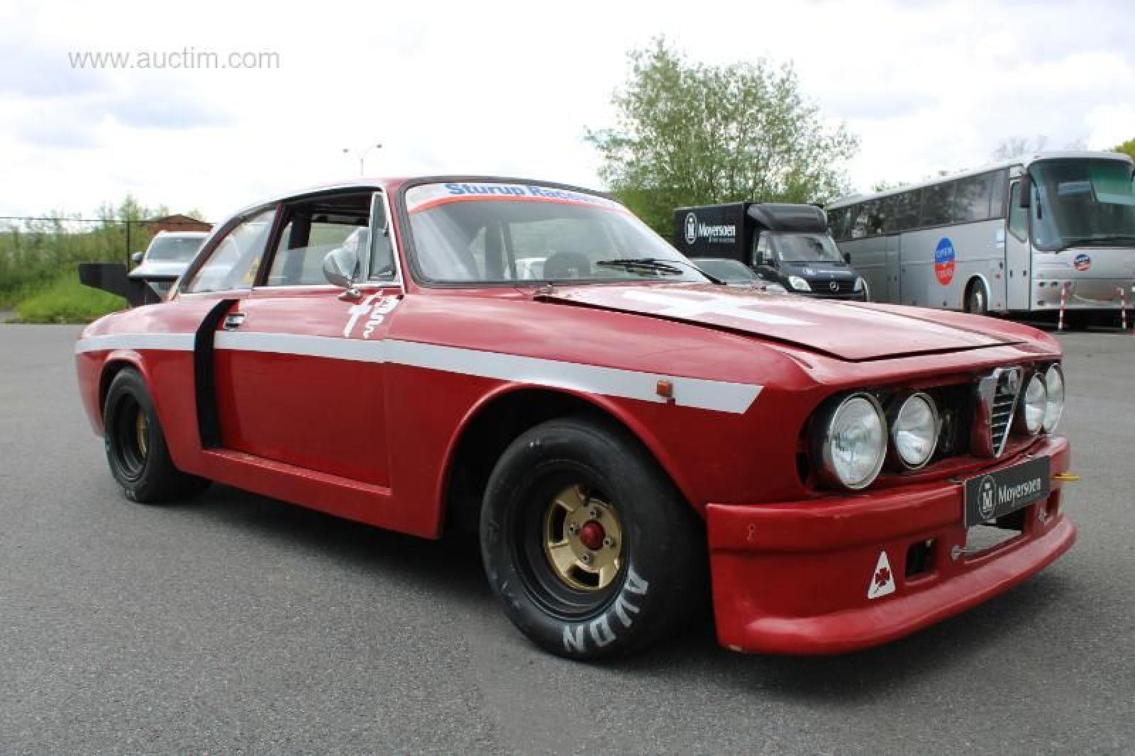 Alfa Romeo GT 1750 Veloce - 1