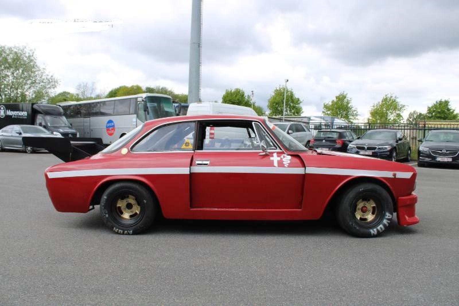 Alfa Romeo GT 1750 Veloce - 2