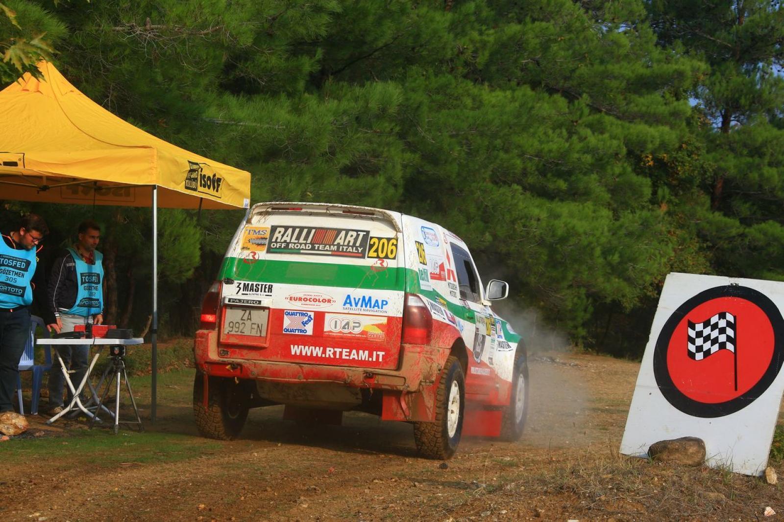 Mitsubishi Pajero WRC T1 - 5