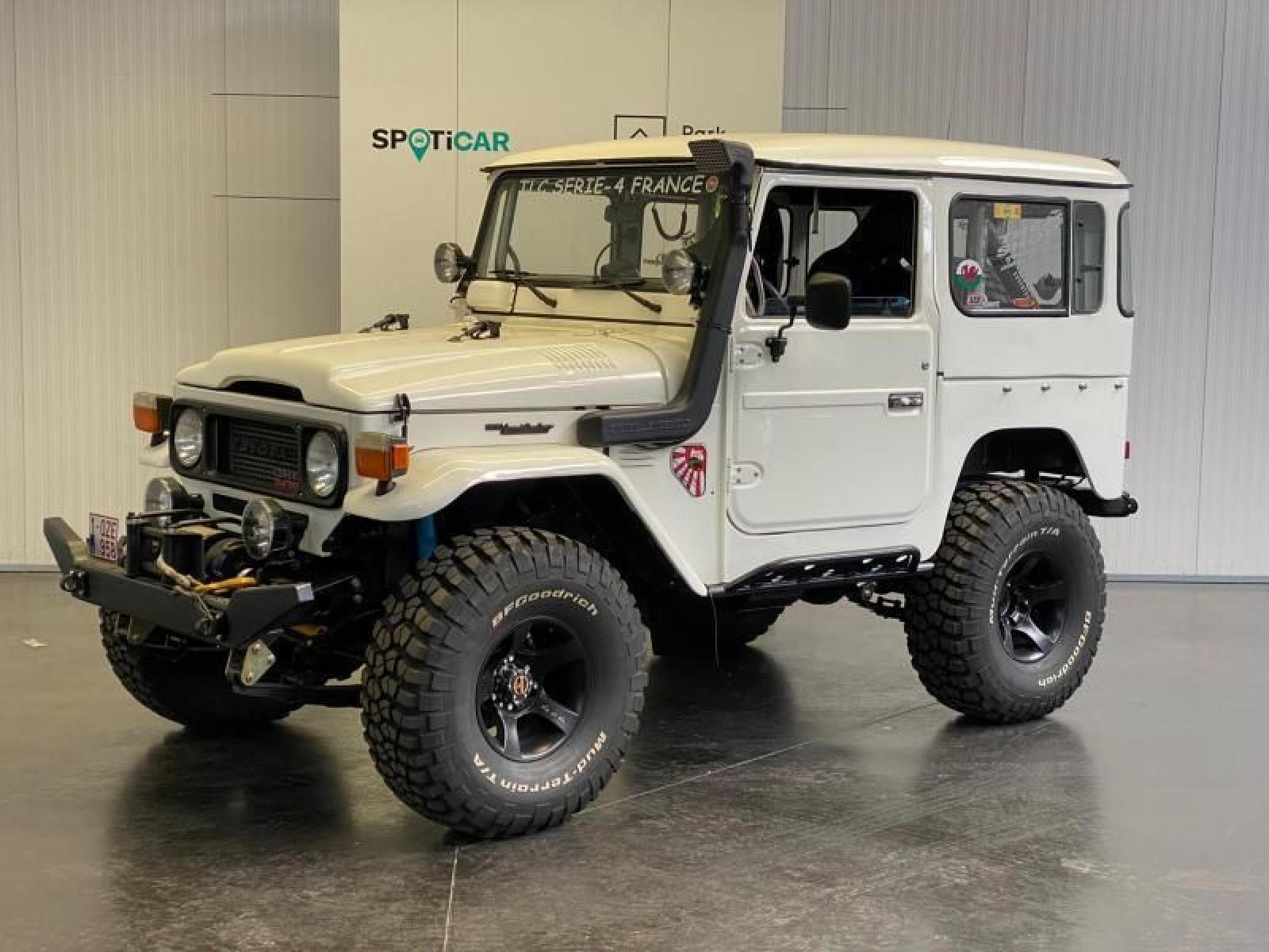 Toyota Land Cruiser - 1